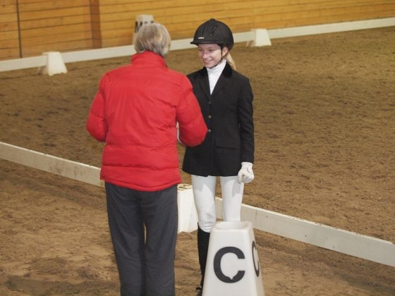 Sintija apbalvošanā par izcīnīto 3.vietu ar zirgu Gundega (V.Rutkovska fotomateriāls)