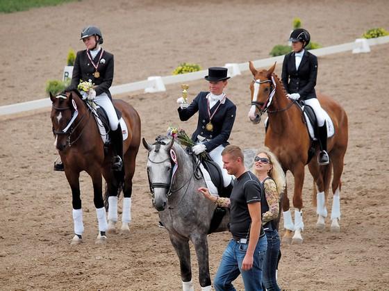 Jūlija ar zirgu Rhadamantus apbalvošanā!