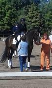 Aiga Silavniece ar zirgu Diona Haleja. Apbalvošanā par izcīnīto 1.vietu mazajā balvā!
