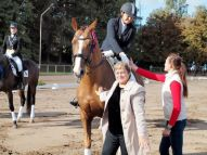 Olga Korolenko ar zirgu Raskanio apbalvošanā- 1.vieta