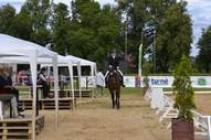 Sintija ar zirgu Gundega dodas uz startu!